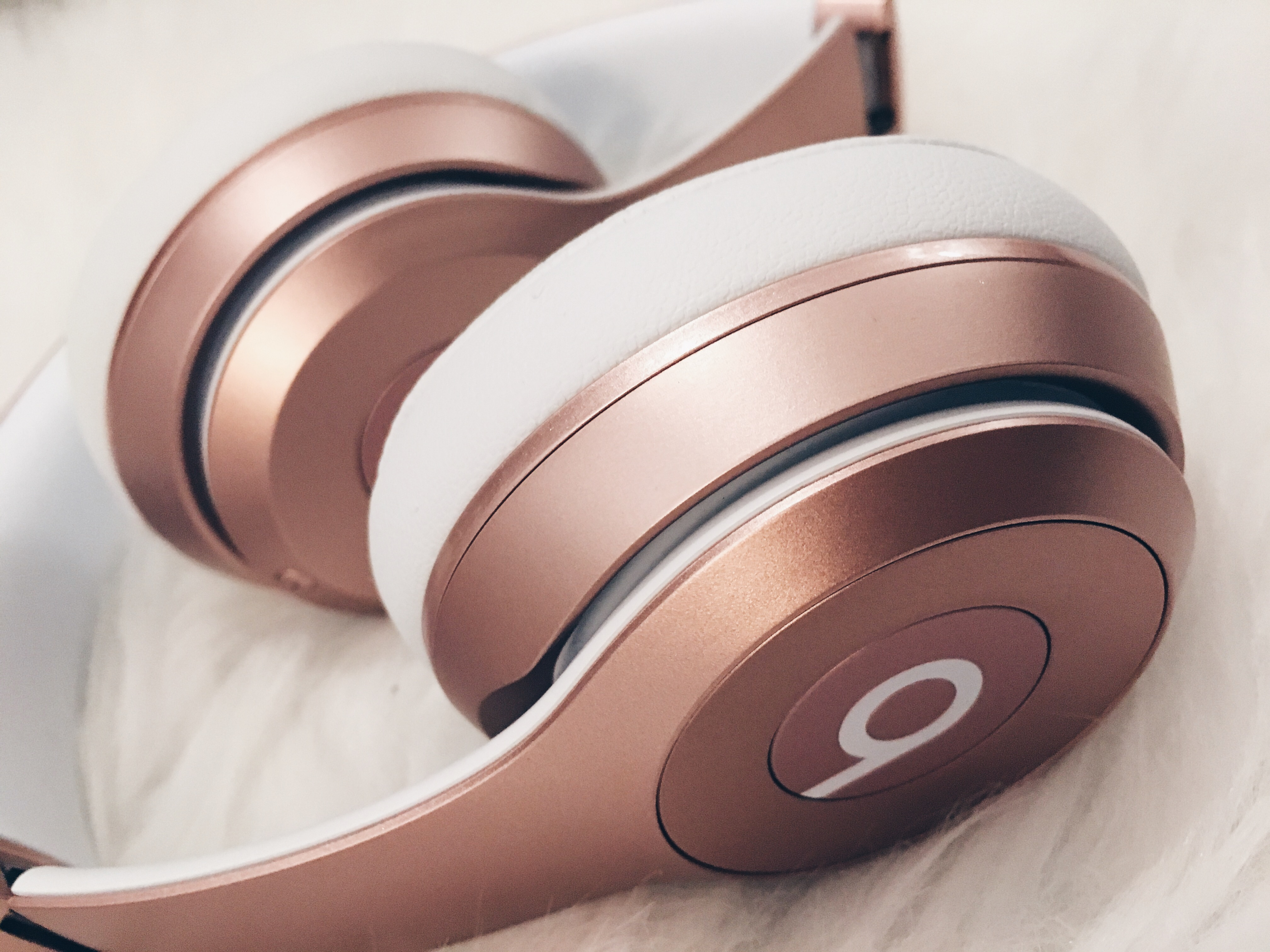 Image shows Beats by Dre Rose Gold